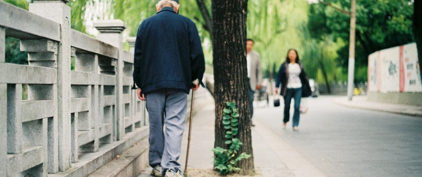 Douleurs aux hanches en marchant, que faire?